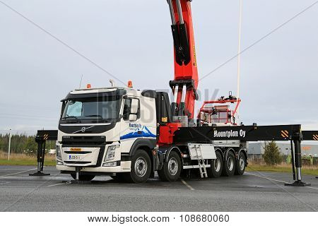 Volvo FM Truck Equipped With Heavy Crane