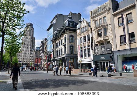 Antwerp, Belgium - May 10, 2015: Tourist On The Meir, The Main Shopping Street Of Antwerp