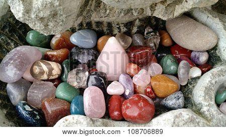 Múltiplas pedras coloridas