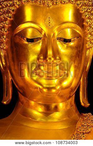 Golden buddha statue close-up