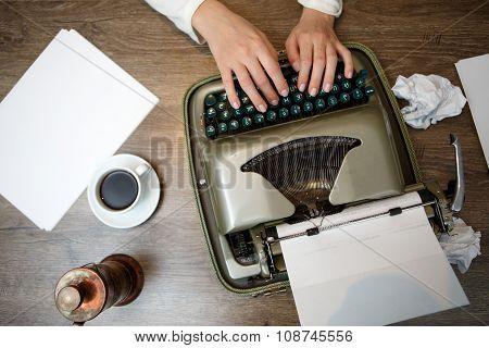 Hands on typing machine