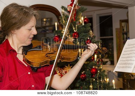 woman is playing violin