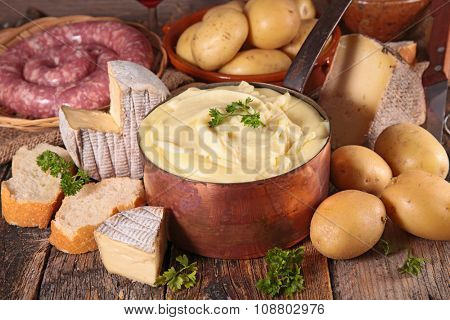 aligot, cheese fondue with potato