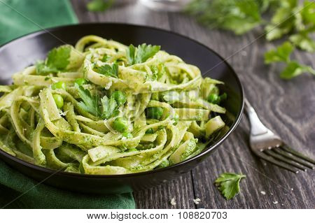 Tagliatelle Pasta With Spinach And Green Peas Pesto