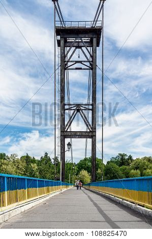 People go on the bridge