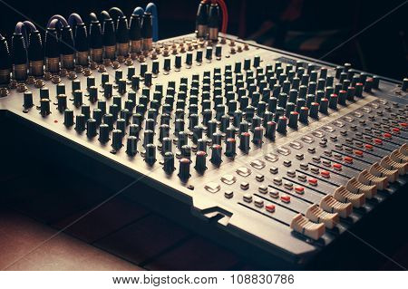 audio mixer board
