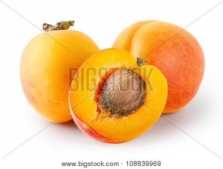 Whole and cut apricots with stones