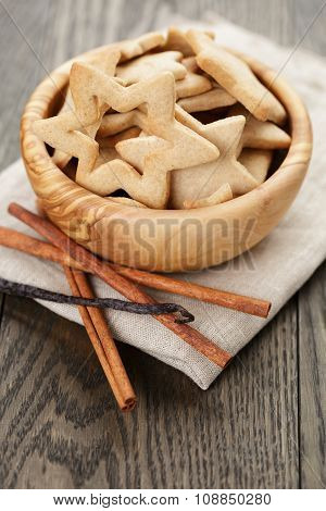 classic star cookies in wood bowl on wooden table