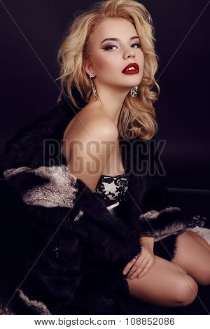 Gorgeous Woman With Blond Hair Wears Luxurious Dress,fur And Bijou