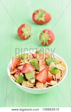 Cornflakes With Strawberry And Kiwi Slices