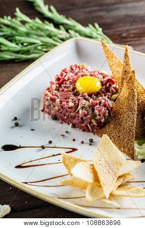 Tartare with bread toasts