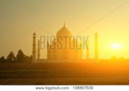 Sunset view of Taj Mahal, Agra, Uttar Pradesh, India.