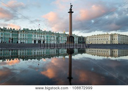 St. Petersburg. Palace Square. Reflection