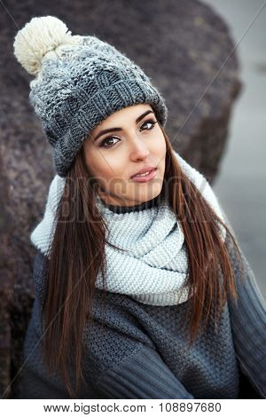 beautiful woman wearing knitted winter clothes outdoors.