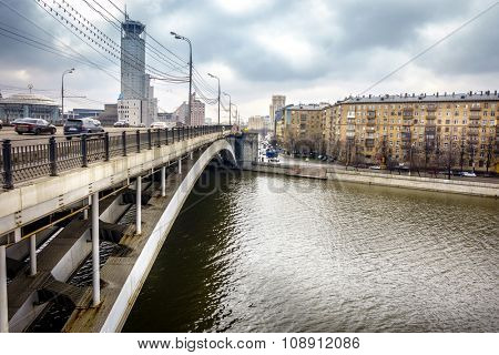 Red Hills Bridge (Krasnokholmsky Bridge) over the Moscow River near Swissotel in downtown Moscow, Russia