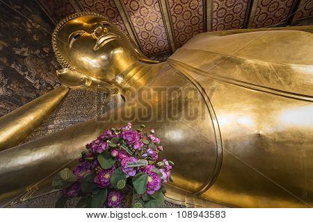 Reclining Buddha Gold Statue ,wat Pho, Bangkok, Thailand