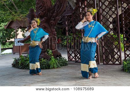 Pattaya, Thailand - Circa August 2015: Thai Women In Traditional Dresses Dance Outside Of Sanctuary