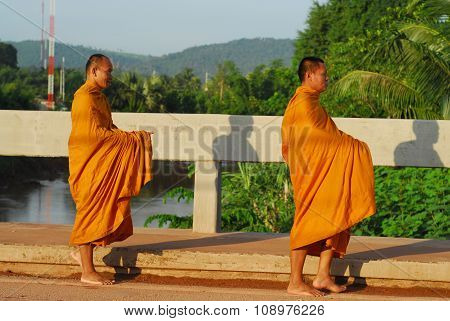 Sukhothai,thailand - June 21, 2015 : Buddhist Thai Monks Walking Among The Ancient Ruins Of Sukhotha