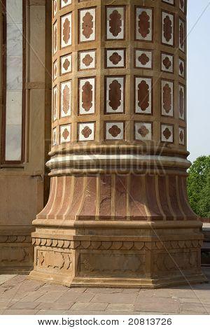Decorative Etching On Pillar