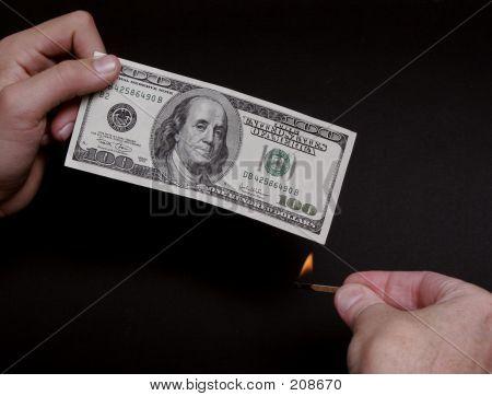 Queimando dinheiro