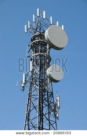 Antenna and cell phone tower