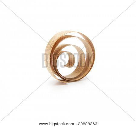 Spiraal houten schaafsel geïsoleerd op wit.