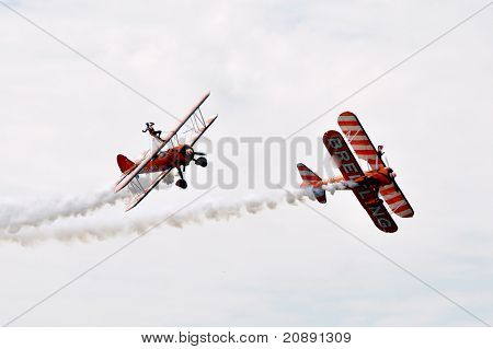 Duelling wingwalkers