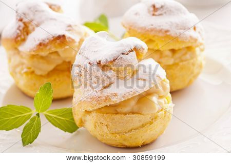 Bigne stuffed with pastry cream
