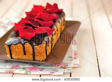 Cake loaf with rose petals