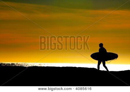 Surfer hacia el Océano Pacífico