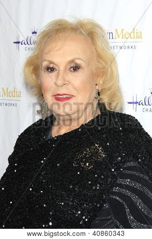 SAN MARINO - JAN 4: Doris Roberts at the Hallmark Channel '2013 Winter TCA' Press Gala at The Huntington Library on January 4, 2013 in San Marino, California