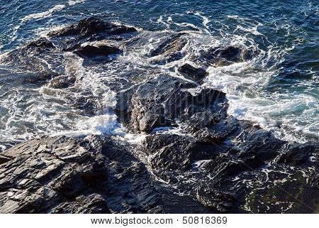 Waves splitting upon a rock