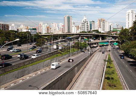 Traffic avenue city sao paulo