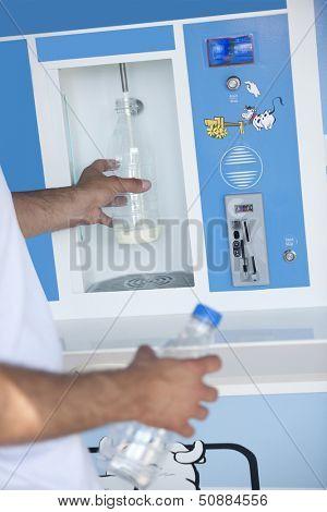 Automated milk distributor