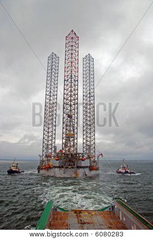 Remolque y posicionamiento de un Jack-Up plataforma en el mar del norte.