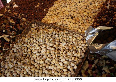 Pistachio Nuts And Raisns