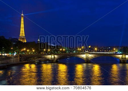 Pont Des Invalides And The Eiffel Tower In Paris