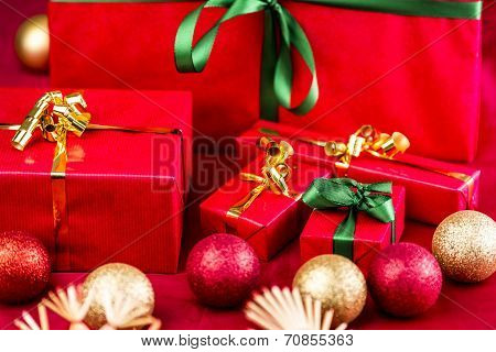 Five Xmas Gifts Wrapped In Plain Red