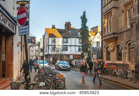 CAMBRIDGE, UK - JANUARY 18, 2015: King's passage with cafe view