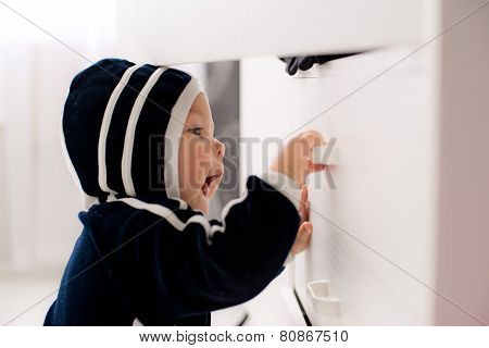 curious baby opens the closet