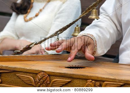 Musician-psaltery player in Russia