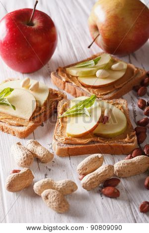 Sandwiches With Fresh Apple And Peanut Butter Vertical