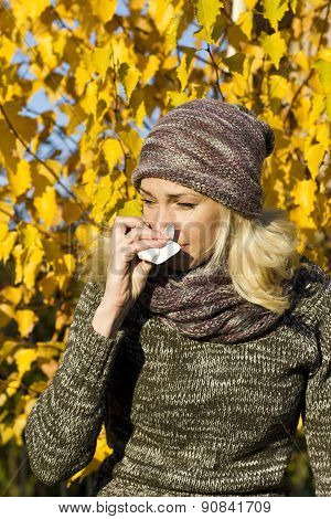 woman season change allergy