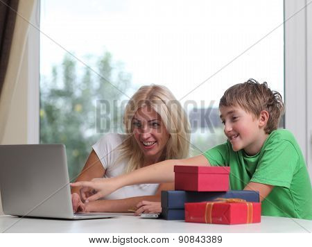Mother and son shop online