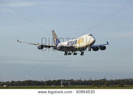 Amsterdam Airport Schiphol - Boeing 747 Of Atlas Air Lands