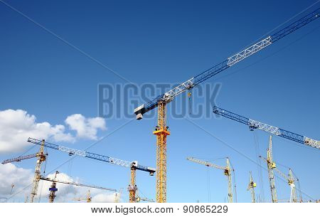 Massive Construction With A Plurality Of Tower Cranes
