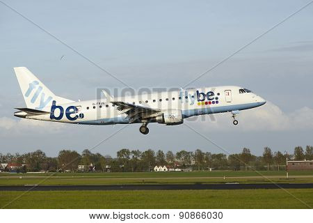 Amsterdam Airport Schiphol - Embraer Erj-175 Of Flybe Lands