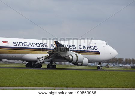 Amsterdam Airport Schiphol - Boeing 747 Of Singapore Airlines Cargo Lands