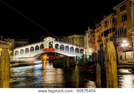 Ponte Rialto at NIGHT in Venice