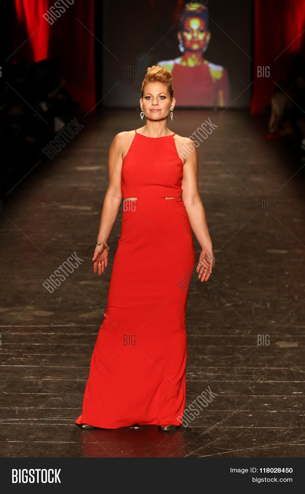 Red dress fashion show candace cameron
